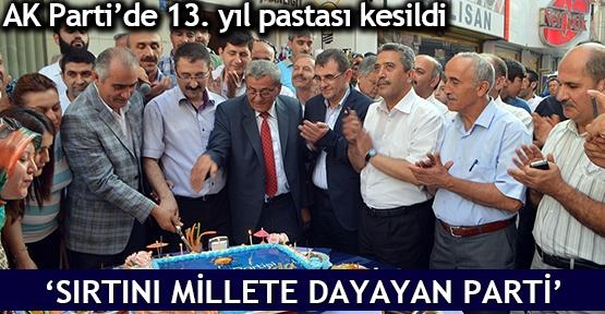 AK Parti'de 13. yıl pastası kesildi  'Sırtını millete dayayan parti'