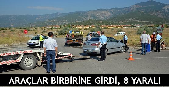 Araçlar birbirine girdi, 8 yaralı