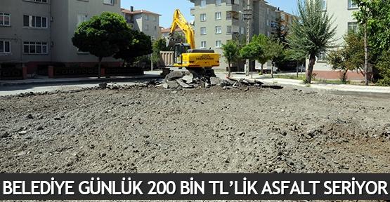 Belediye günlük 200 bin TL'lik asfalt seriyor