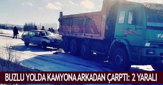 Buzlu yolda kamyona arkadan çarptı: 2 yaralı