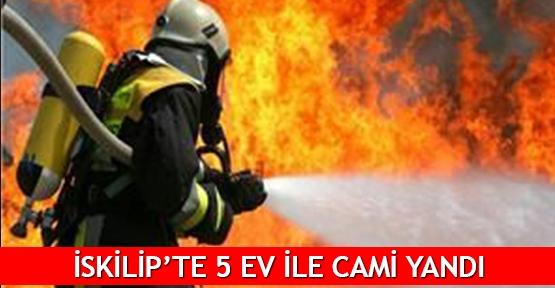 İskilip'te 5 ev ile cami yandı