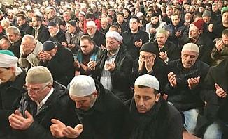 Tüm camilerde zafer duası