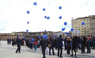 Mavi balon uçurdular