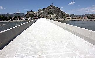 Tarihi köprü yayalara açılıyor