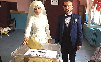 Düğünden önce oylarını kullandılar