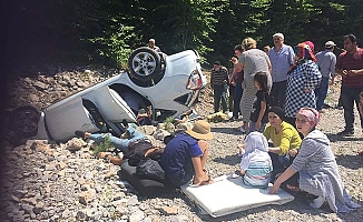 Araç şarampole yuvarlandı, 1'i ağır 5 yaralı