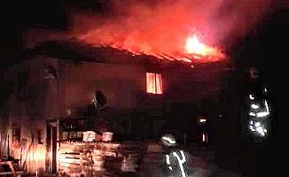 Bir ev tamamen yandı