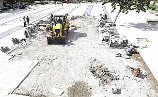 Kent Meydanı'nda onarım