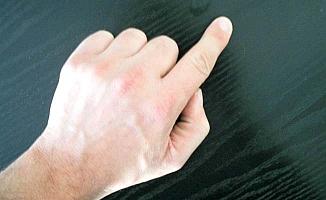 Parmağını makineye kaptırdı