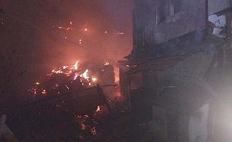Çorum'da yangın, 2 ev kül oldu