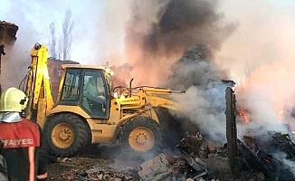 5 ev, 1 ahır yandı