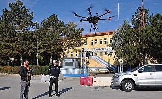 Drone'u gören telaşlandı