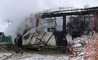 Alevler bir anda tüm evi sardı