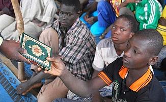 4 dilde 51 bin Kur'an dağıttılar