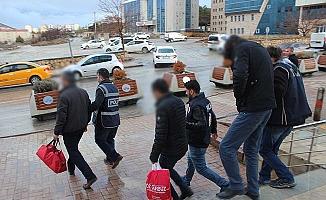 FETÖ'den 3 tutuklama