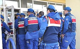 Jandarma'dan şafak baskını