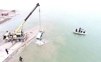 Araçla baraja uçan şahsı buldular