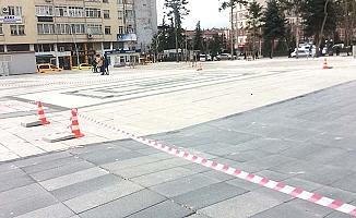 Meydanın zeminde onarım