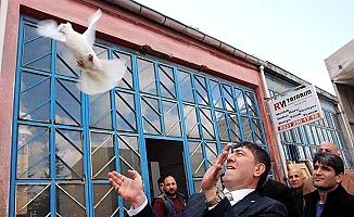 Sanayide güvercin uçurdu
