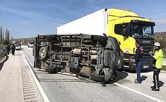 Kamyonet kaza yaptı, 2 yaralı