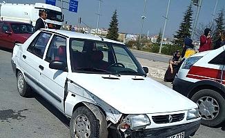 Kavşakta kaza, 2 yaralı