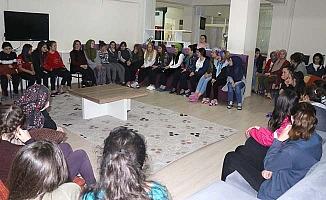 Kız öğrencilerle sohbet