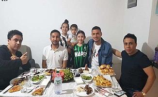 Milli futbolcu Çorumlu aileye konuk oldu