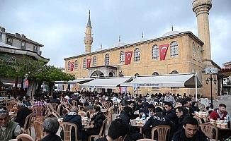 Ulu Cami'de geleneksel iftar
