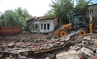 222 metruk ev yıkıldı
