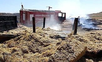 Hem traktör hem samanlar yandı