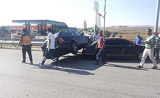 İki otomobil çarpıştı, 4 yaralı