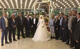Karadağ ve Karakaya ailelerinin mutlu günü