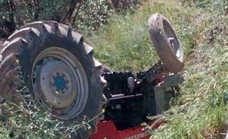 Traktör yoldan çıktı