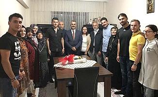 AK Parti'den 'çat kapı' ziyaretler