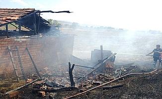 Bağevi yandı