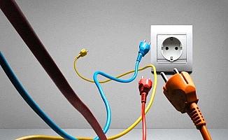 Evinde elektrik çarptı