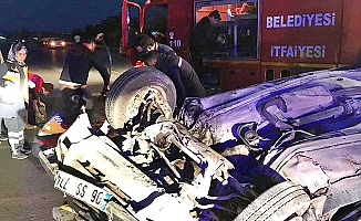 Otomobil devrildi, 1'i ağır 2 yaralı