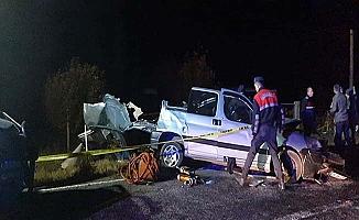 Düğün yolunda kaza, 4 ölü, 4 yaralı