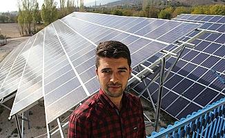 'Güneş Tarlası'nda elektrik üretiyor