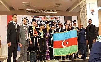 Şampiyon Azerbaycan'ın büyükelçisini kutladılar