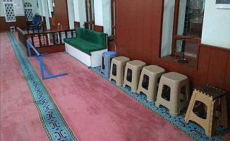 Camilerdeki tabureler kaldırılıyor