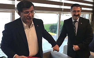 Davutoğlu ile el ele