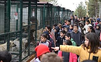 Türk ve mülteci çocukların mutlu günü