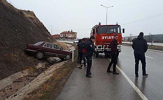 Kaygan yolda kaza, 4 yaralı