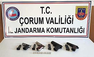 Silahları Jandarma yakaladı