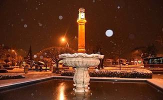 Lapa lapa kar yağıyor
