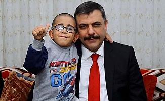 Vali Amcası'ndan Yiğit'e moral ziyareti