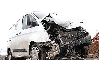 Zırhlı araçla otomobil çarpıştı, 1 ölü, 3 yaralı