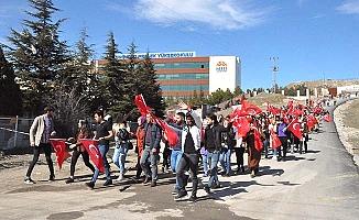 Öğrenciler yürüdü, tüm partiler kınadı