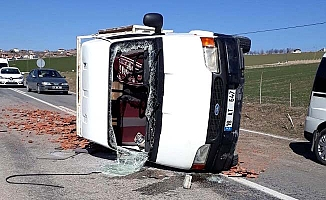 Sarmaşa'da minibüs devrildi